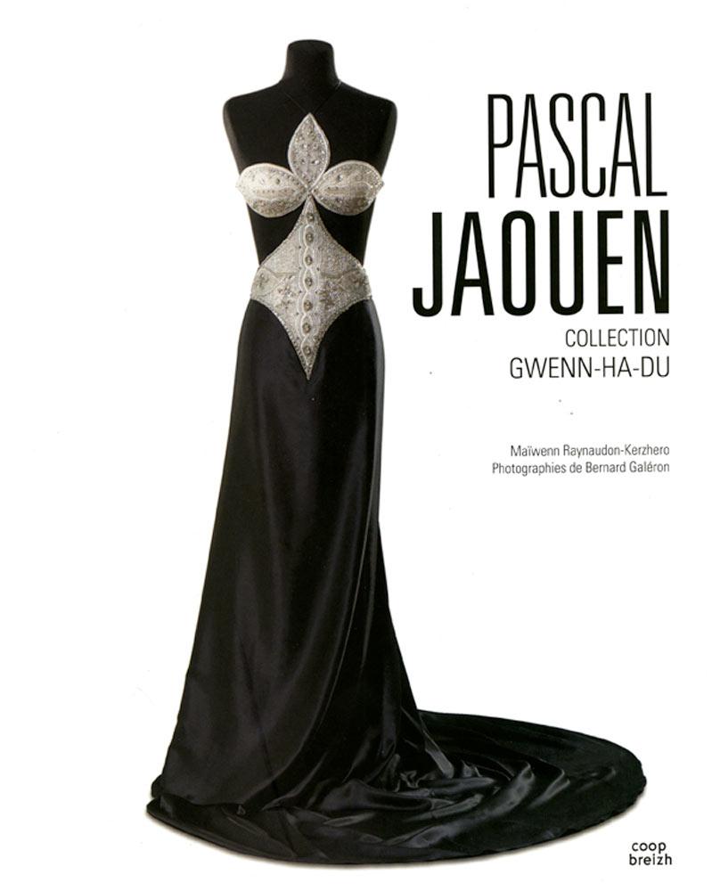 Livre Pascal Jaouen collection Gwenn Ha Du broderies robe hermine