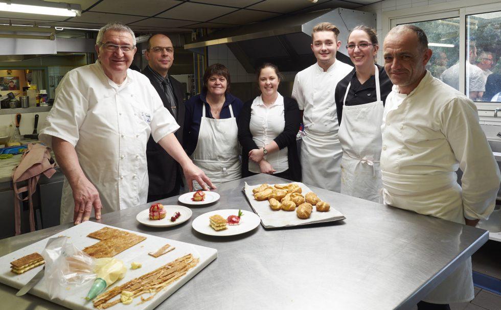Guy Guilloux et son équipage au restaurant La Taupinière de Pont-Aven