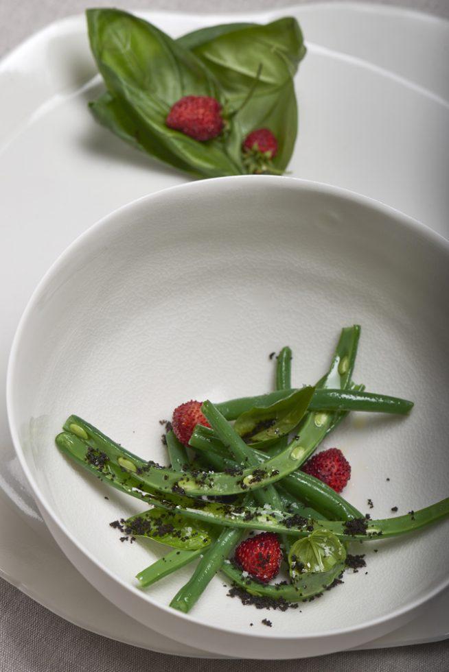 Salade de haricots verts aux fraises des bois , Olivier Bellin , céramiste Nathalie Derouet