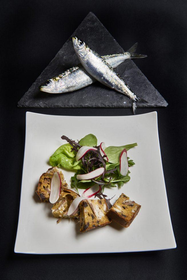 cake à la sardine au curcuma petite salade de radis rose , Guy Guilloux