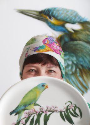 Claudine Kerbrat, peintre sur porcelaine et faïence, Quimper