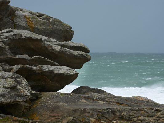 La mer en hiver , rochers de Saint Guénolé , Finistère , Bretagne