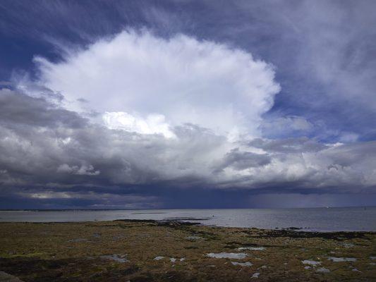 ile Tudy en hiver , plage et nuages , Finistère , Bretagne