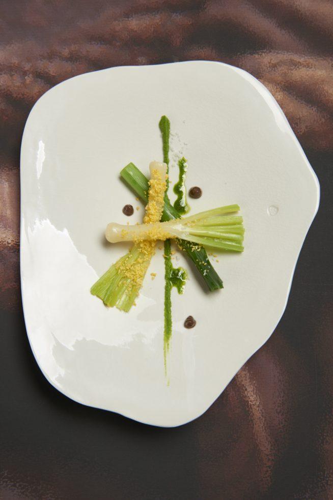 Poireau mimosa à la pate d anchois , Olivier Bellin , céramiste Nathalie Deroue